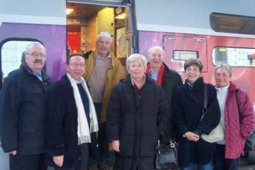 Henri sur le départ, entouré de 7 anciens pèlerins : Claude, Bernard, Agnès, J-Marie, Annick et Chantal, sans oublier Francis qui prend la photo